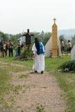 Pelgrims in Streek van Verzoening bij Heiligdom van Goddelijke Genade in Lagiewniki stock afbeelding