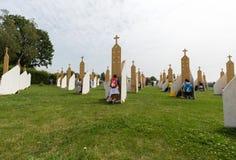 Pelgrims in Streek van Verzoening bij Heiligdom van Goddelijke Genade in Lagiewniki royalty-vrije stock fotografie