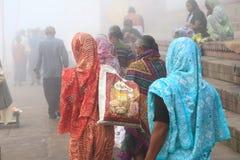 Pelgrims in Varanasi, India stock foto's