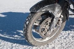 Peligro de la sal para la motocicleta en Uyuni Fotos de archivo libres de regalías