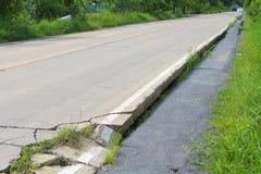 Peligro del daño de la grieta del camino Imagen de archivo libre de regalías