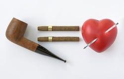 Peligro el fumar y del corazón Fotografía de archivo libre de regalías