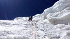 Peligro en las montañas almacen de metraje de vídeo