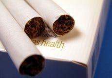 Peligro que fuma Imagen de archivo libre de regalías