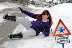 Peligro que se desliza - peligro del accidente en invierno foto de archivo libre de regalías