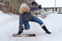 Peligro que se desliza - peligro del accidente en invierno foto de archivo