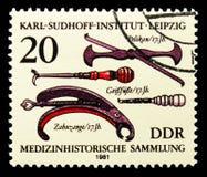 Pelikan getfot, tandkirurgisk tång (det 17th århundradet), samling för medicinsk historia, Karl Sudhoff Institute, Leipzig serie, arkivfoton