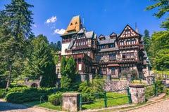 Pelisor slott, Sinaia, Rumänien Sikt av berömd Pelisor slott s Arkivfoto