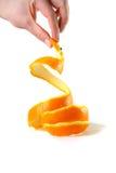 Pelle della tenuta della mano dell'arancia Fotografia Stock Libera da Diritti