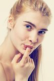 Pelle sana del fronte della donna bella e capelli lunghi Fotografia Stock Libera da Diritti