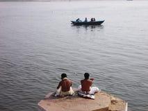 Pellegrini a città santa di Varanasi in India Fotografie Stock Libere da Diritti