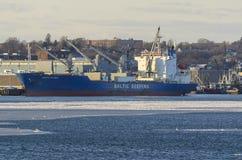 Pellegrino baltico refrigerato della nave da carico in porto Immagini Stock