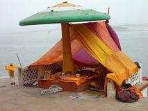 Pellegrino a città santa di Varanasi in India Immagine Stock