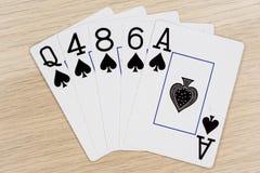 Pelles affleurantes - casino jouant aux cartes de tisonnier image stock