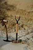 Pelles dans le sable Photographie stock libre de droits