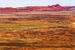 Pelliccia ardente rossa dipinta dell'arenaria arancio delle superfici a pascolo di giallo del deserto Fotografie Stock