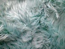 Pelliccia d'imitazione di colore bluastro con alcuno e fluffiness immagini stock