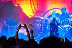 Pelliculage au concert photo stock