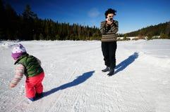 Pelliculage dans la neige Photo libre de droits