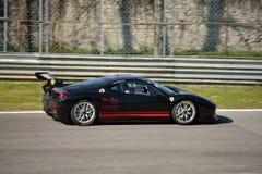 Pellin som springer den Ferrari 458 utmaningen Evo på Monza Arkivbild