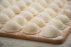 Pelmeni - cocina rusa, bolas de masa hervida de la carne Fotos de archivo libres de regalías
