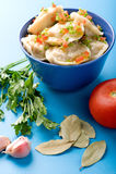 Pelmeni con la fine della foglia di alloro e dell'aglio in su Immagini Stock