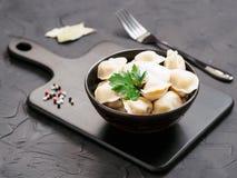 Pelmeni ruso, raviolis, bolas de masa hervida con la carne Imagen de archivo libre de regalías