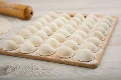 Pelmeni - Russische keuken, vleesbollen Stock Afbeeldingen