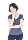 Pelo corto femenino joven con la camiseta gris en blanco Imagen de archivo