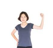 Pelo corto femenino joven con la camiseta gris en blanco Foto de archivo