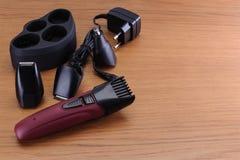 Pelo eléctrico elegante Barber Clippers, accesorios del corte de pelo encendido Fotos de archivo libres de regalías