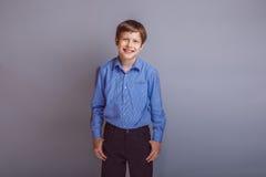 Pelo europeo del marrón del aspecto del adolescente del muchacho Imagen de archivo