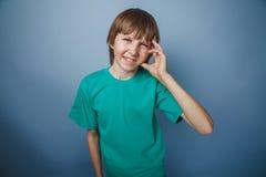 Pelo europeo del marrón del aspecto del adolescente del muchacho en a Imagen de archivo libre de regalías