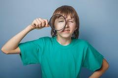Pelo europeo del marrón del aspecto del adolescente del muchacho en a Fotos de archivo libres de regalías