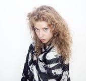 Pelo largo de la mujer del retrato rubio de los ojos azules Imagen de archivo libre de regalías