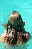Pelo mojado de la muchacha Fotografía de archivo