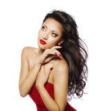 Pelo negro de la mujer de la moda, retrato modelo de Girl Face Makeup, rojo Fotografía de archivo