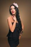 Pelo negro largo Retrato de la mujer de la manera Fotografía de archivo