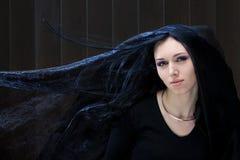 pelo negro y ojos azules Fotografía de archivo