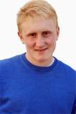 Pelo rubio del retrato de 18 años del hombre aislado en wh Imagen de archivo