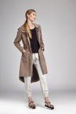Pelo rubio largo perfecto atractivo hermoso del modelo de moda de la mujer Fotos de archivo