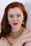 Pelo y joyería rojos Foto de archivo libre de regalías
