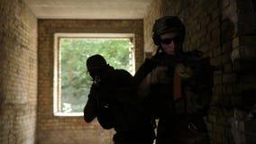 Pelotón de guardabosques durante la operación anti del terrorismo metrajes