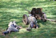 Pelotón del cañón en la acción Fotografía de archivo