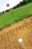 Pelota de golf en arcón Fotografía de archivo libre de regalías