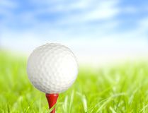 Pelota de golf lista imagen de archivo