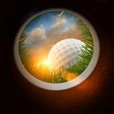 Pelota de golf y agujero Imagen de archivo