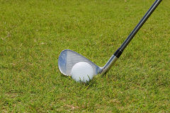 Pelota de golf y club de golf Imagen de archivo