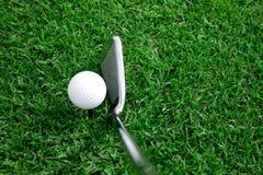 Pelota de golf y opinión 6 del club Fotografía de archivo