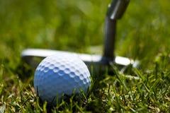 Pelota de golf y Putter 2 Imágenes de archivo libres de regalías